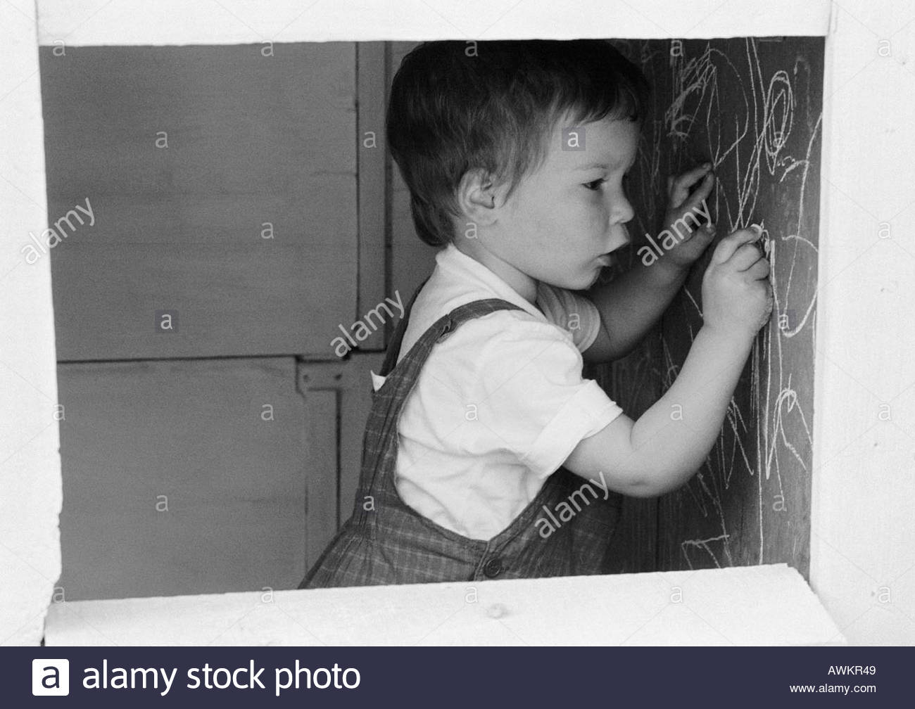 Kid Drawing Wall Stock Photos & Kid Drawing Wall Stock Images.
