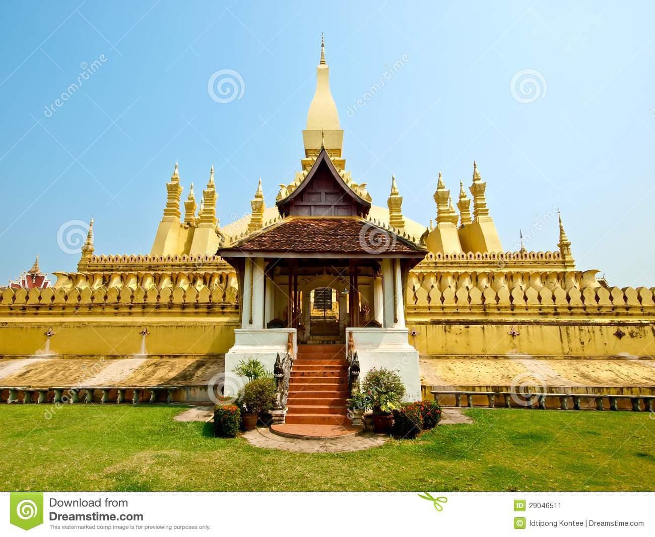 Golden Pagada At Wat Pha.