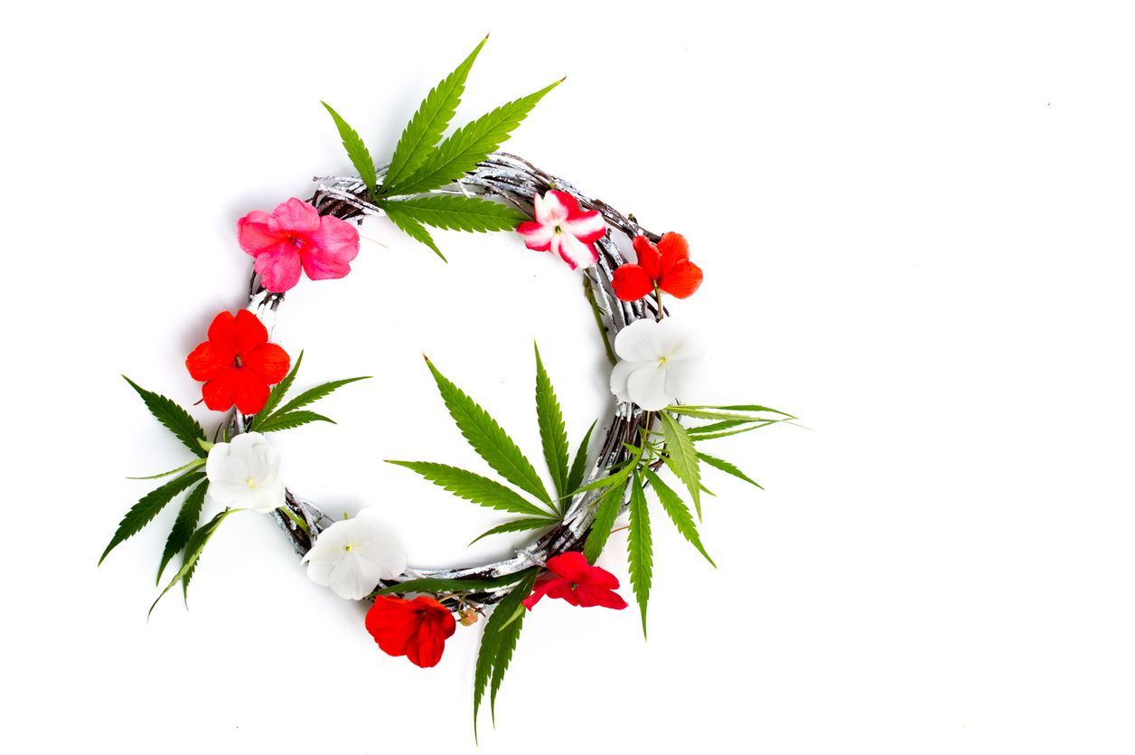 How to make a cannabis wreath for Christmas.
