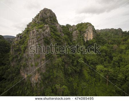 """sharp_mountain_peaks"""" Banco de Imagens, Fotos e Vetores livres de."""