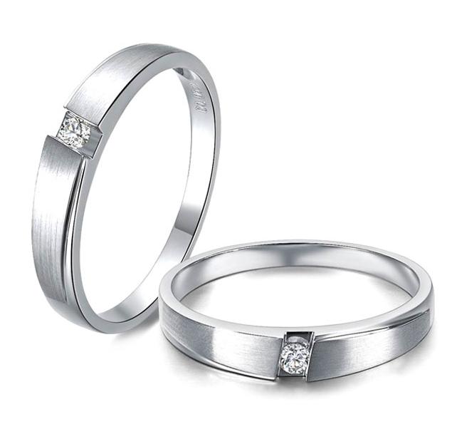 Matte Finished 18k white gold Single Diamond Couple Wedding Band.