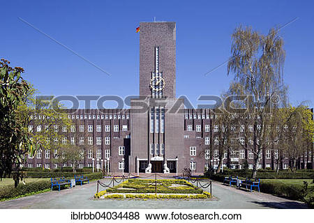 "Pictures of ""City Hall, architect Fritz Hoger, Wilhelmshaven."