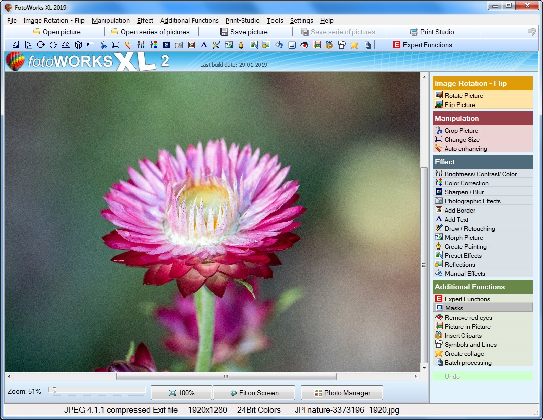 The webpage for photo editing software download and photo.