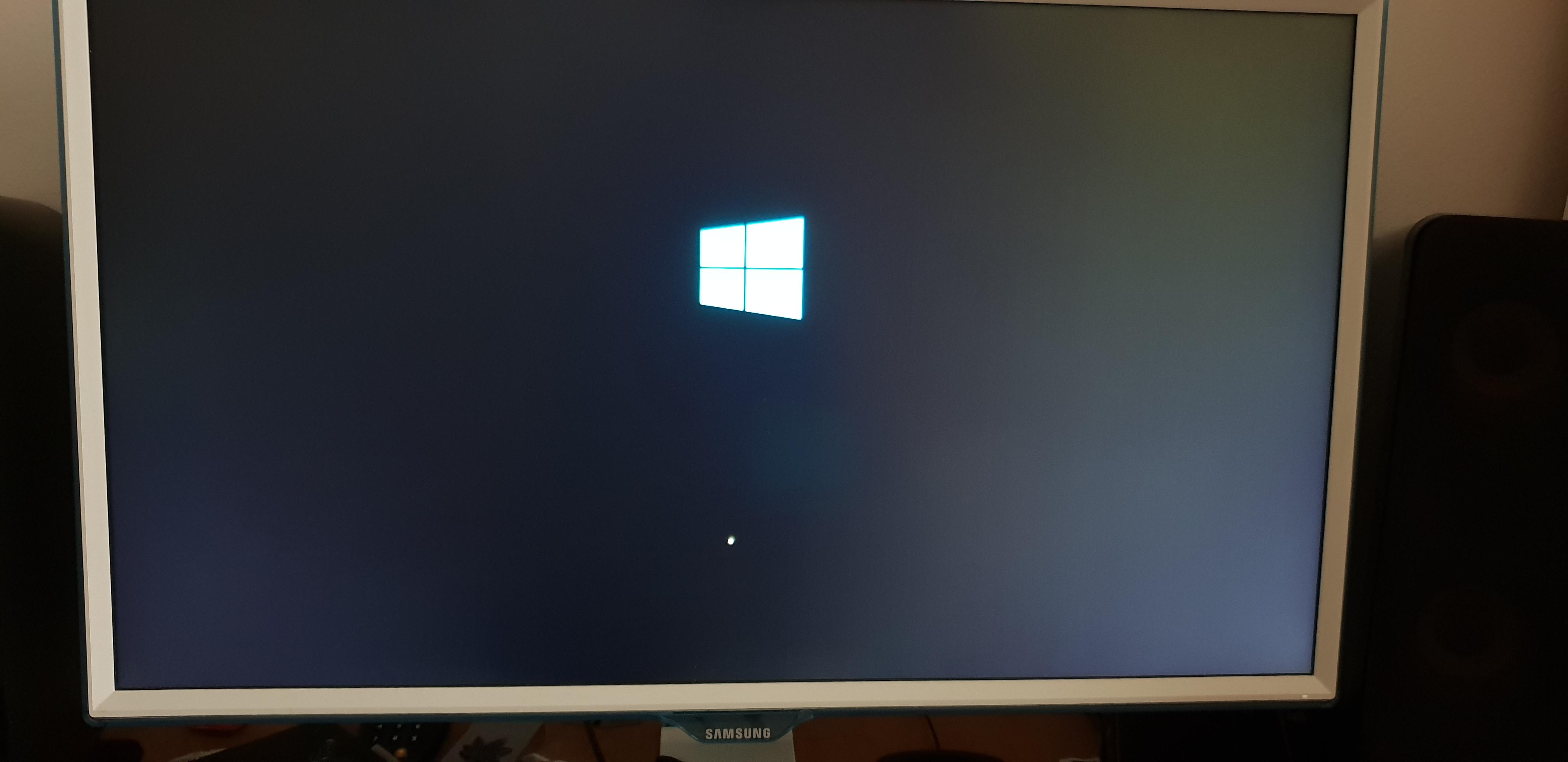 Windows 10 stuck att boot logo.