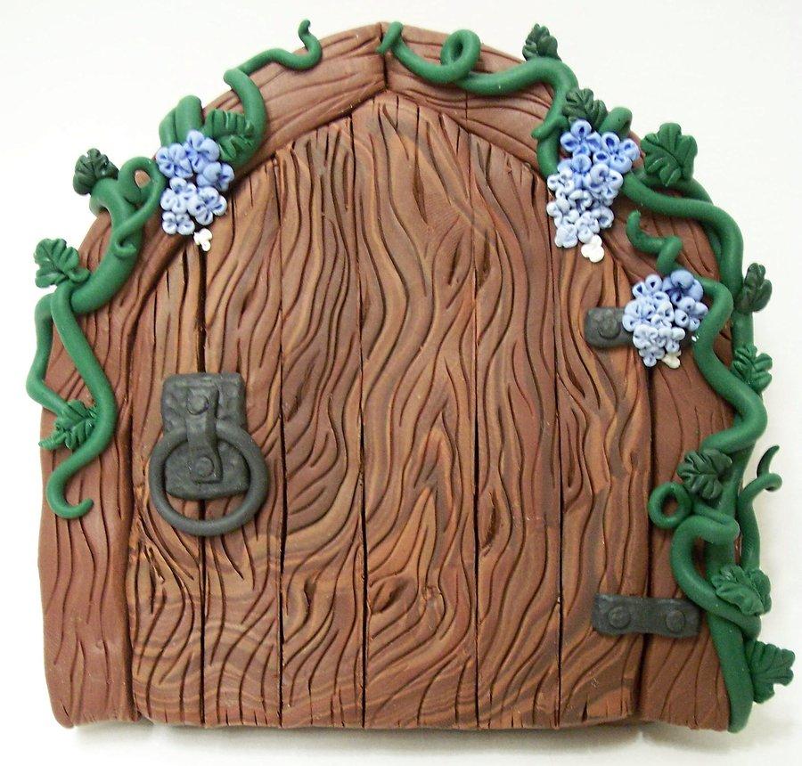 Wood door clipart.