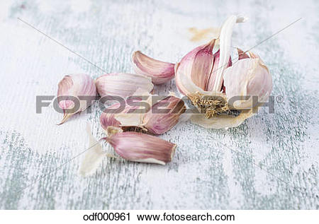 Stock Photography of French smoked garlic cloves on wood odf000961.
