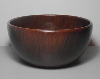 Wooden fruit bowl.
