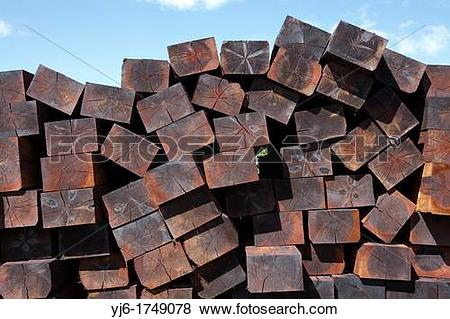 Pictures of Creosote treated wooden railroad sleepers, Finland yj6.