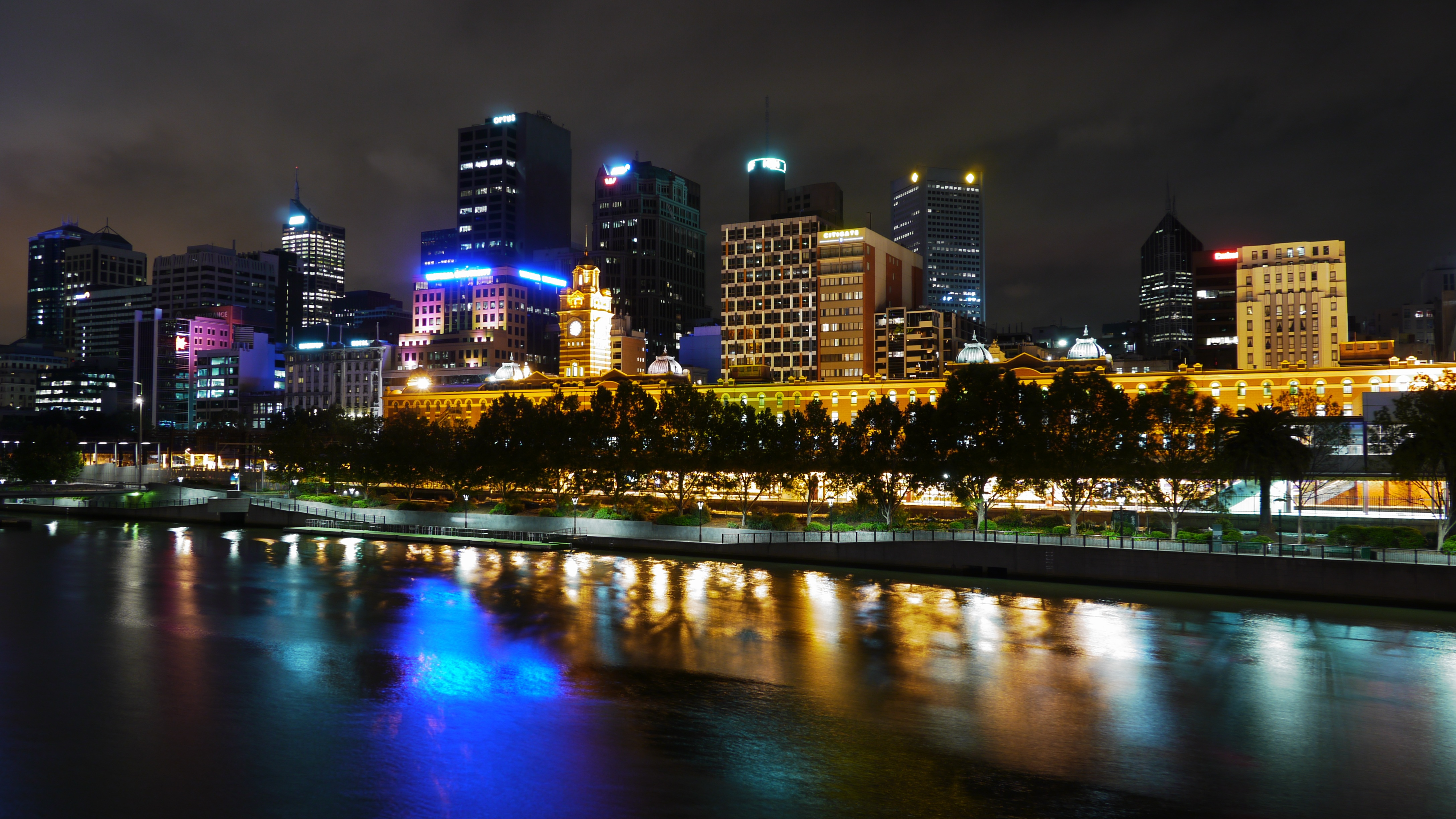 Skyline of Melbourne by the Yarra River, Victoria, Australia.