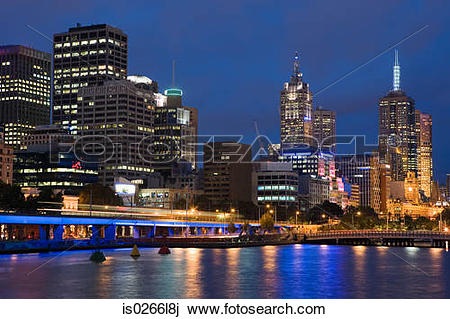 Stock Photo of The yarra river and melbourne skyline is0266l8j.