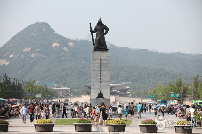 Statue of Admiral Yi Sun.