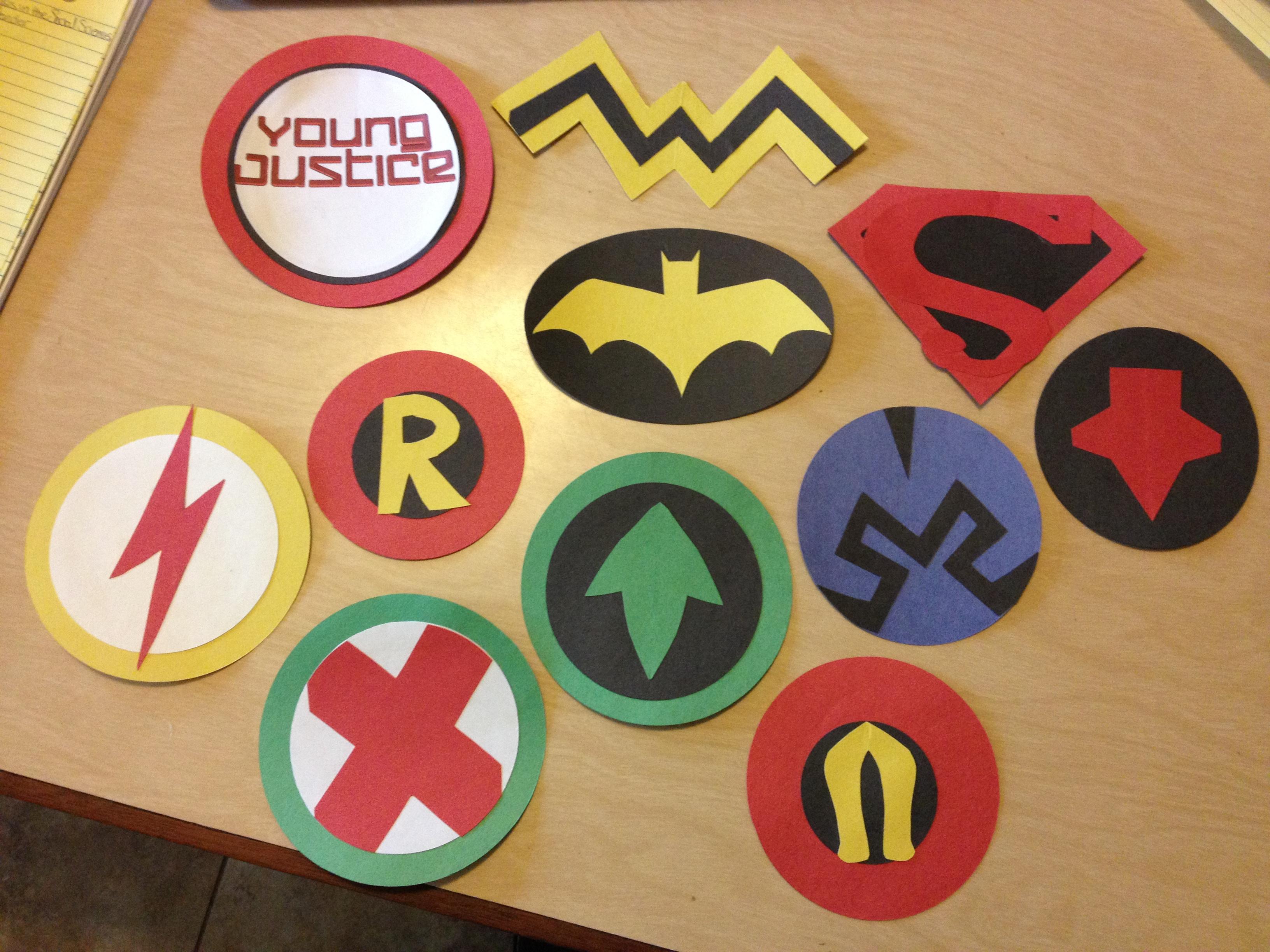 Young justice robin Logos.