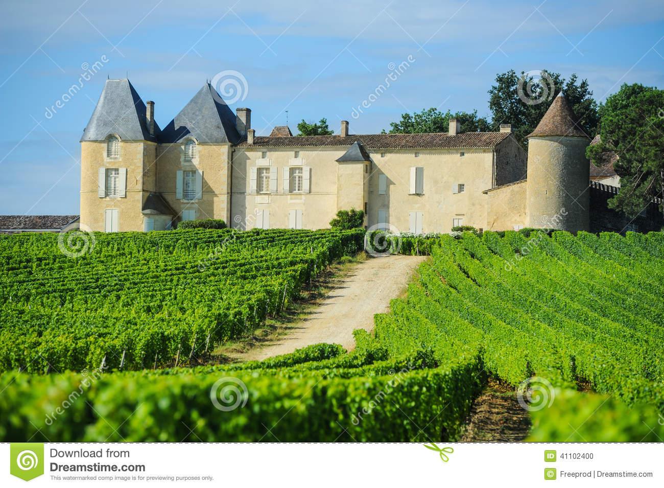 Vineyard And Chateau D'Yquem, Sauternes Region, Aquitaine, Franc.