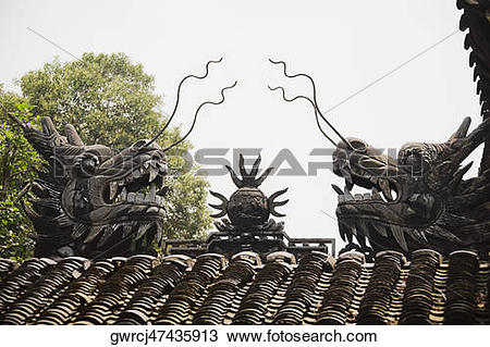 Stock Photo of Statues of Chinese dragons on rooftop, Yu Yuan.