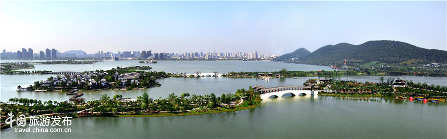 Scenery of Yunlong Lake in Xuzhou City, Jiangxi Province.