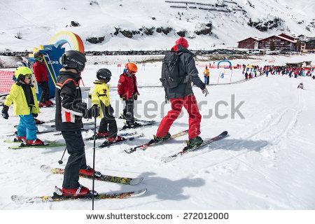 Ski Going Lift Up Lizenzfreie Bilder und Vektorgrafiken kaufen.