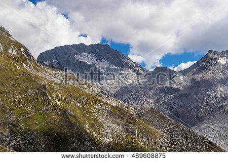 Alpen Stockfoto's, rechtenvrije afbeeldingen en vectoren.